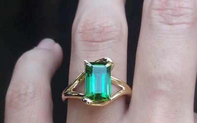 Myriam's green tourmaline ring: the pursuit of a perfect mom gift